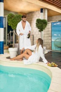 Coccole nella suite tematica con piscina riscaldata